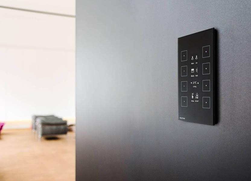 tastiera aurus su una parete - un modello di semplicità domotica